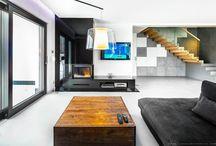 drewno i beton we wnętrzu / wood and concrete / salon ze schodami
