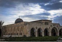 أقصانا يبكي ..  الاحتلال يغلق المسجد الأقصى المبارك ويمنع أحد من الاقتراب منه لإقامة صلاة الجمعة وباقي الصلوات حتى إشعار آخر، وذلك لاول مرة منذ العام 1969 .