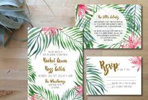 Invitation mariage tropical / Tropical flowers and leafs for exotic wedding invitation. More on: http://ouiausoleil.fr/un-avant-gout-de-soleil-dans-vos-invitations/