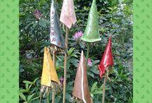 Buitendecoratie CE-ramiek / Behalve tegelsets wordt er bij CE-ramiek ook unieke buitendecoratie gemaakt. Grappige muisjes en vrolijke vogeltjes die je tuin nog mooier maken maar ook insectenvangers in vele soorten en maten, die behalve een mooie decoratie in je tuin zijn ook zorgen voor een natuurlijk insecten evenwicht in je tuin.