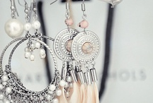 BLiNG and ACCESORiES / by Julia Billow