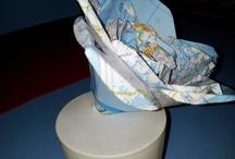 fleur en papier avec vase ballon