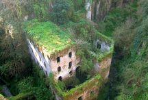 Regélő romok