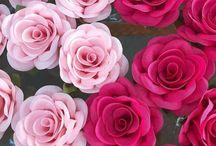 Flor de tecido / As flores de tecido são lindas e podem ser confeccionadas aí mesmo na sua casa!