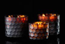 Onno geurkaarsen / Onno is een high-end label van handgemaakte en geparfumeerde kaarsen. Elke kaars wordt met de hand gegoten in een door Onno ontworpen handgeslepen glas. Een Onno geurkaars is als het ware een kunstwerk en een absolute must have in uw interieur.