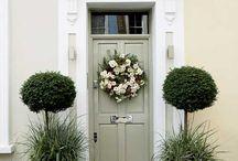 House entrance / Garden festures