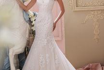 Wedding Dresses / by Mandi Ashley