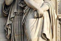 Cariátides y atlantes / Figuras mitológicas que adornan los edificios neoclásicosy les sirven de apoyo.