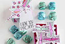 De Leukste Moederdag / Er is één dag in het jaar die volledige draait om je allereigenste moeder! (Goed, ook een beetje om oma) Daarom hier de beste tips om jouw lieve mama te verrassen.
