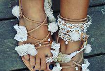 sandals e clutches