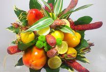 Květiny pro muže / Jsou květiny vhodným dárkem (k výročí, narozeninám...) i pro muže? Ano, samozřejmě. Vyhněte se ale raději růžovým barvám. Vhodnou květinou může být i orchidej, klobásová kytice s netradiční vůní květin nebo speciální dárkový koš, který muže potěší. U nás najdete květiny pro tatínka, pro Vašeho muže i pro přítele...  https://www.kvetinyvs.cz/cs/48-kvetiny-pro-muze