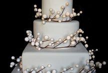 WEDDING CAKES / Interesting and unique wedding cake ideas | Sanshine Photography - Luxury Fine Art Wedding Photographer London, Hertfordshire & Destination | www.sanshinephotography.com