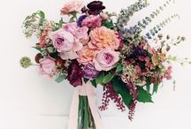 BRIGHT & COLORFUL WEDDING FLOWERS ♡ / For a high-impact bridal colorpop, we have assembled the best, brightest and most beautiful inspiration images for sparkly, colorful brides everywhere! ♡