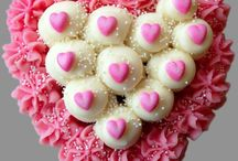 Valentine's Day / Celebrate Valentine's Day with one of our Heart Cakes or Cupcakes!