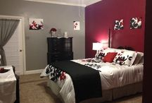 Bedrooms / by Leslie Setzer