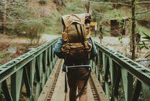 Una mochila y un campamento