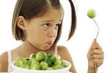 Lekker eten / Kinderen gezond laten eten, is vaak makkelijker gezegd dan gedaan. Hier vind je tips en ideeën voor gezonde voeding voor kids en met name hoe je ervoor zorgt dat ze het ook daadwerkelijk opeten!