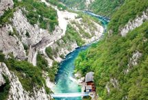 Montenegro Bucket List / Best things to see and do in Montenegro, USA, dream destinations, transportation, attractions, excursions, places to see, national parks, hikes. Travel bucket list collection. Best places for backpackers.