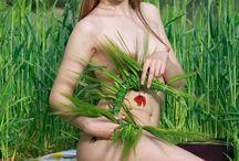 Violet Renaya / Mercedes R(born 1995)