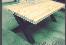 Eikenhouten balken tafel met stalen kruizen onderstel / Robuuste eikenhouten tafel