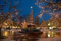 Christmas in Santa Fe / Santa Fe, New Mexico is a beautiful place to be during the Christmas season. If you can't spend the holidays with us, we'll share it with you through these magical photos of a Santa Fe Christmas. Pin your favorite holiday photos of the City Different!