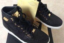 Nike Air Jordan 1 / Toutes les Air Jordan 1 sont chez The Social Sneaks. Achetez et Vendez vos sneakers.