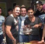 Luan Santana faz festa surpresa para Zezé Di Camargo