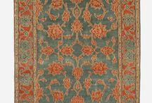 Perzische Tapijten / In onze collectie vindt u, uitsluitend handgeknoopte, op traditionele wijze geverfde tapijten en kelims, ontworpen door een nieuwe, Iraanse generatie van tapijtontwerpers.