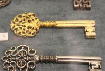 Старые ключи и замки