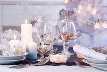La déco de Noël / En décembre, il est temps de penser à refaire la déco de votre maison aux couleurs de Noël ! Et de prévoir une jolie table de fête pour recevoir vos invités. Voici quelques idées déco pour donner à votre intérieur une ambiance de fête !