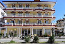 Ξενοδοχείο Αρχόντισσα Παραλία Κατερίνης Πιερία / Μόλις 300μ. από την παραλία, το ξενοδοχείο Αρχόντισσα προσφέρει μοντέρνα δωμάτια με ιδιωτικό μπαλκόνι σε ένα παραλιακό θέρετρο. Απολαύστε την υπέροχη θέα στον Όλυμπο.Το  ξενοδοχείο Αρχόντισσα εινάι φωτεινά  διακοσμημένο και προσφέρει μια άνετη βάση στο κέντρο της ζωντανής Παραλίας.