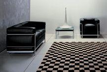 Le Corbusier LC2 Sessel und Sofas / Die Meisterwerke des Le Corbusier. Hier finden Sie eine Sammlung der berühmten LC2 Möbelserie.  https://modecor.com/Le-Corbusier