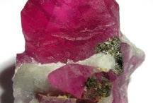 Sapphire Gemstones / by Jewelry Streams