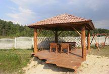 Altany drewniane / Aby postawić taką śliczną altankę nie jest potrzebne jest pozwolenie na budowę. Transport na terenie Polski jest kalkulowany indywidualnie, usługi montażowe oferujemy na terenie całego kraju GRATIS!
