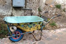Calcata / Calcata è un comune italiano di 924 abitanti della provincia di Viterbo nel Lazio