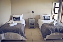 Kaleo Flatlets / These flats are ideal for your one night sleep over. Two single beds with a small kitchenette. (Microwave, bar fridge, kettle, crockery and cutlery). Bathroom with basin, shower and toilet. Mobile outside braai.