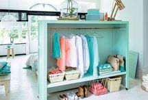 Vêtements dans la chambre