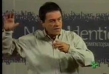 Ivan Capelatto - Psicoterapeuta de crianças, adolescentes e famílias. Mestre em Psicologia Clínica pela PUC-Campinas.