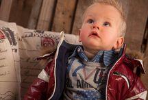 Dirkje Babywear jongens / Ontdek de prachtige #Dirkje Babywear collectie winter 2014 voor baby's en kindjes vanaf maat 50 t/m 116. Ook dit seizoen heeft Dirkje er weer iets geweldigs van gemaakt. De leukste #babykleding, #babysetjes, #kleertjes voor jongens voor een super prijs. Die wil je gewoon hebben! Het is alleen zo moeilijk kiezen :_). Bekijk hier alles van Dirkje: http://www.ikbenzomooi-baby-kinderen-kleding.nl/brands/dirkje/.  #kindermode2015