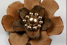 Цветы из шишек (Flowers of pinecones)