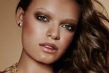Summer look, bronzer, gold / Zomer make-up look met warme goud en bronze tonen. ideaal als bronzer op je zomertint.