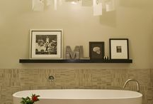 Rugs in Your Bathroom / An elegant rug enhances the appearance of the bathroom and highlights the owner's taste.