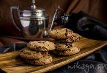 Cookies ( печенье) / Из всех десертов самые любимые - сахарные сливочные печенюжки ! С шоколадными каплями и без, с орешками или изюмом... С какао... Или просто посыпанные сахаром сверху ...- просто для красивого сверкания ;)