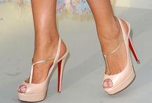 Sapatos de salto nude