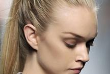 Coiffures faciles / Voici un panel de coiffures incontournables à réaliser facilement en moins de 5 minutes!