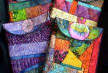 barevné tašky a doplňky