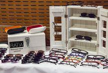 Ristomatti Ratia kehysmallisto / Ristomatti Ratia on suunnitellut laukkuja, kenkiä, lakanoita, kattiloita, paistinpannuja, kirjoja, koruja, koriste-esineitä, huonekaluja ja taloja. Myös silmälaseja, joista on nyt julkistettu uusi, tähän päivään sopiva mallisto.