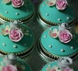 Cupcakes / by Sandy Elliot Newby