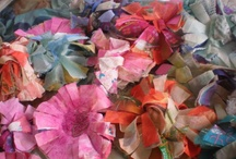 The flowers that bloom in the spring tra la / Fabric and yarn flower patterns for you to make corsages, pins, brooches, hair decorations etc