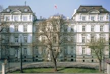 Kraków - Pałac Pugetów / Pałąc Pugetów w Krakowie został zbudowany w latach 1874-1875 na zlecenie Konstantego barona de Puget, według projektu Józefa Kwiatkowskiego. Od 1892 roku własność rodziny Stablewskich. W XX w był siedzibą żandarmerii, policji konnej, sądu grodzkiego, niemieckiej policji kryminalnej, prokuratury i urzędu zdrowia. Obecnie pod nazwą Donimirski Pałac Pugetów Business Center – jest centrum biurowym wynajmowanym, wraz z oficyną, głównie przez międzynarodowy koncern ABB.